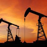 Petrolio in rialzo +1.5%, aspettative più stabili